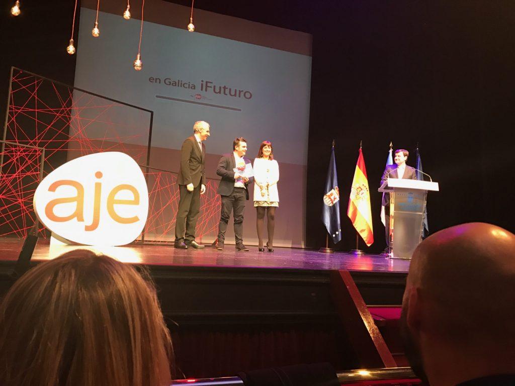 Jose Antonio Losas recibiendo el premio